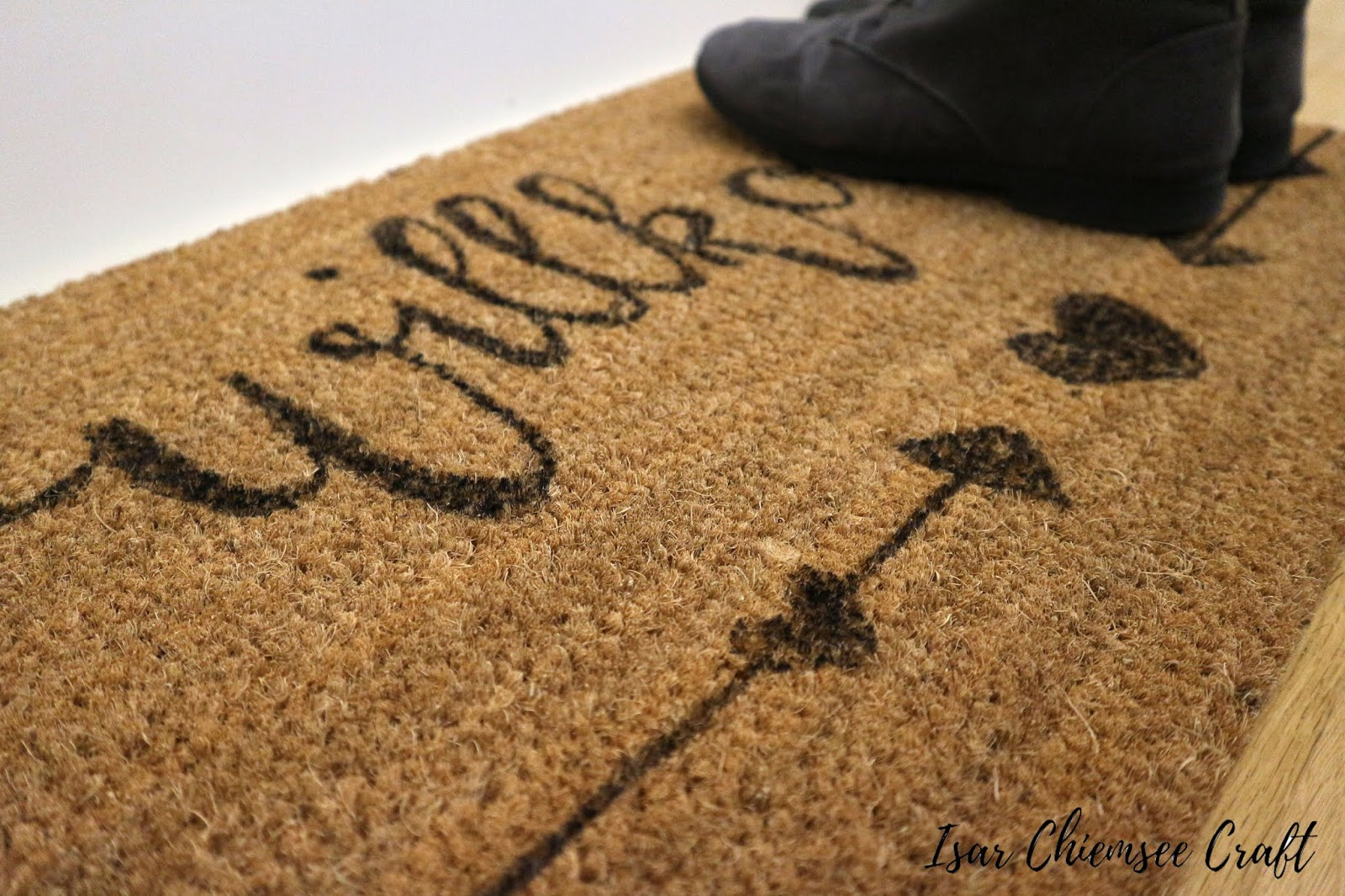 Eine Fußmatte mit Lettering gestalten