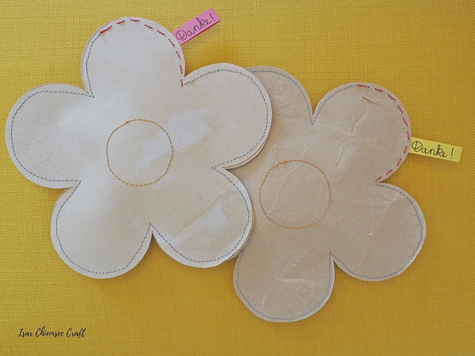 Upcycling für Muttertag: eine Blume aus Milchverpackungen basteln
