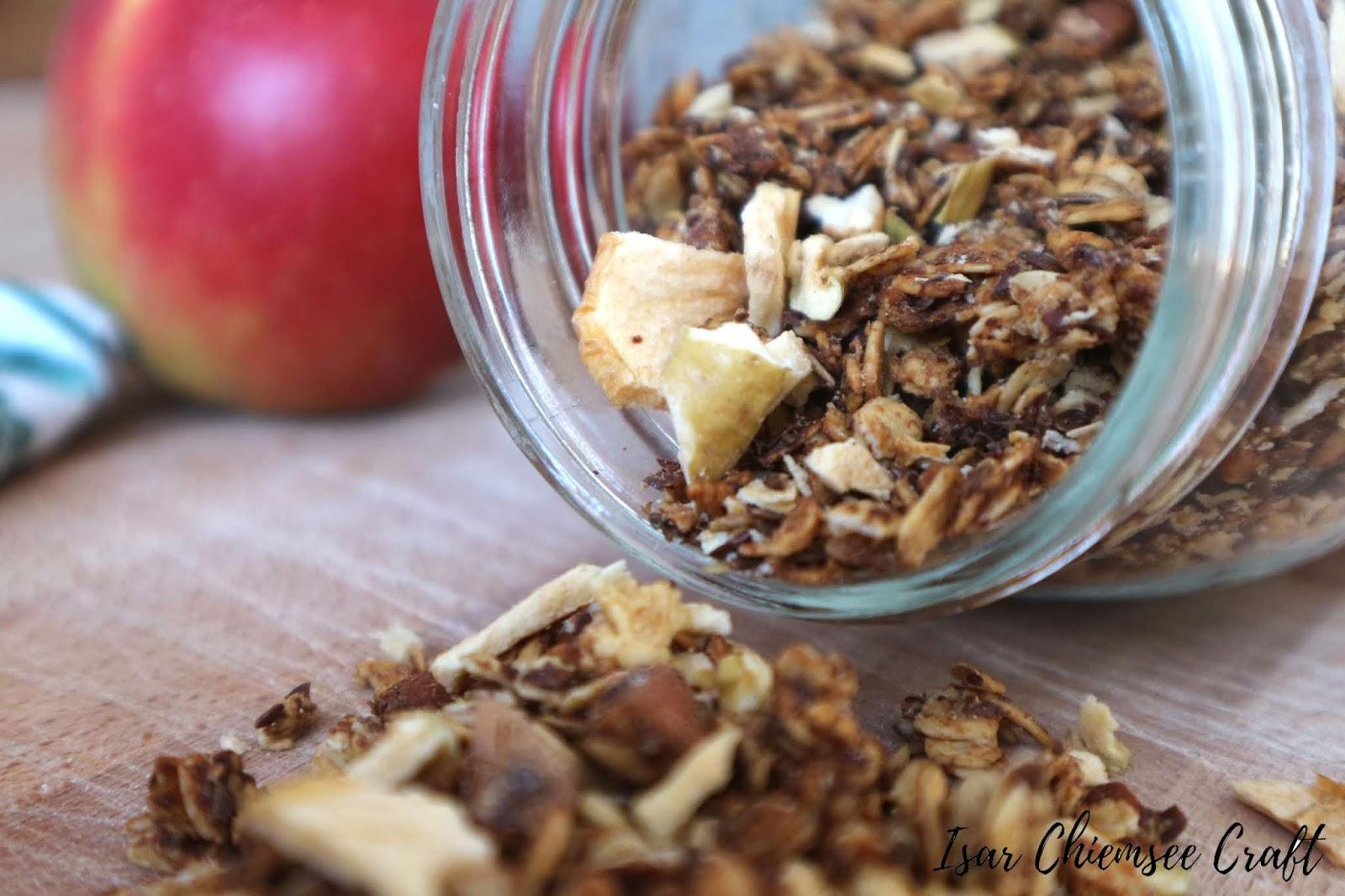 Frühstücksideen: Granola mit Apfelmus und Kokos