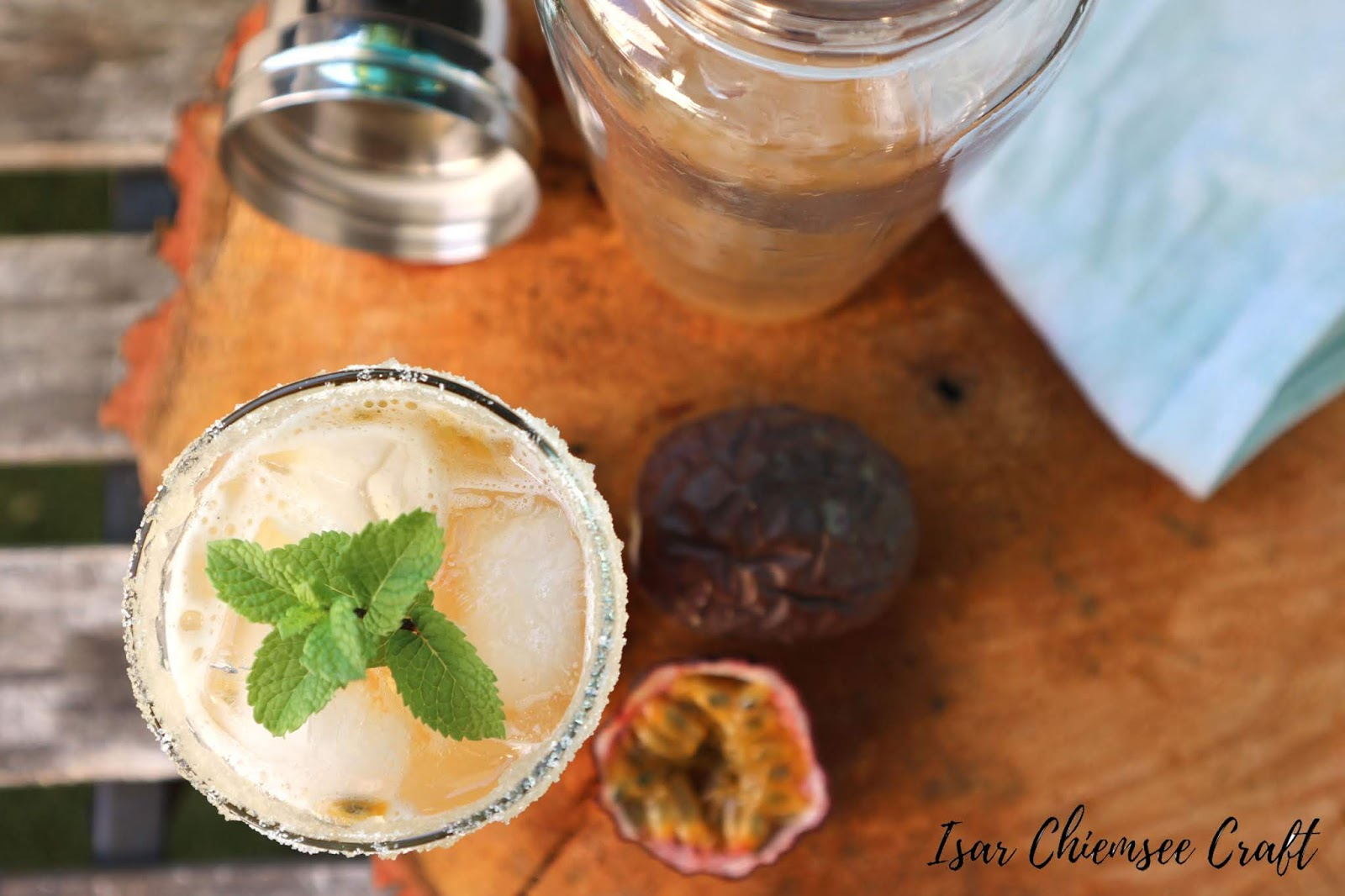Alkoholfreier Maracuja-Tonkabohnen Cocktail