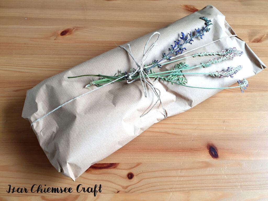 Geschenke-verpacken-Packpapier-nachhaltig