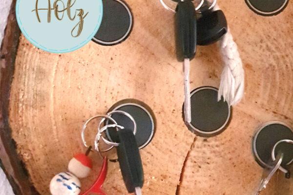 Schlüsselbrett DIY aus einer Baumscheibe